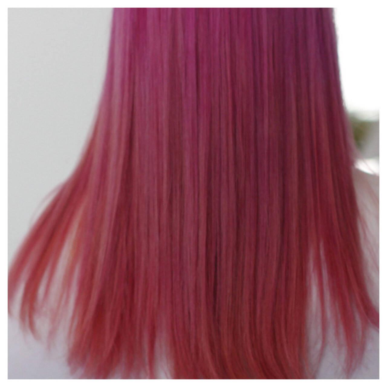 グラデーションカラー セミロング ストリート ピンクヘアスタイルや髪型の写真・画像