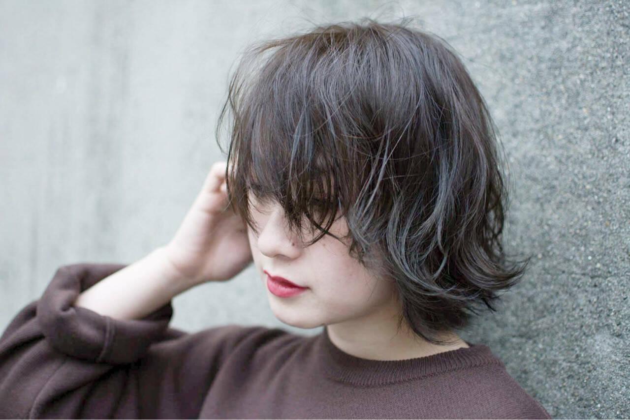 カーキアッシュ 暗髪 グレージュ 色気ヘアスタイルや髪型の写真・画像