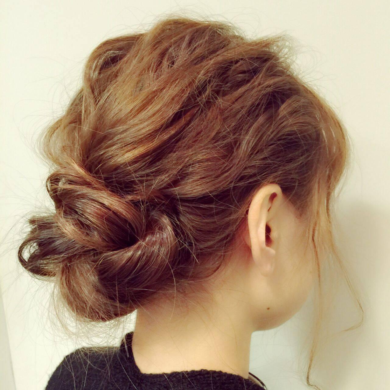 シニヨン 簡単ヘアアレンジ セミロング 波ウェーブヘアスタイルや髪型の写真・画像
