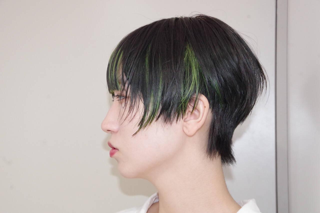 インナーカラー エメラルドグリーンカラー ネオンカラー モードヘアスタイルや髪型の写真・画像