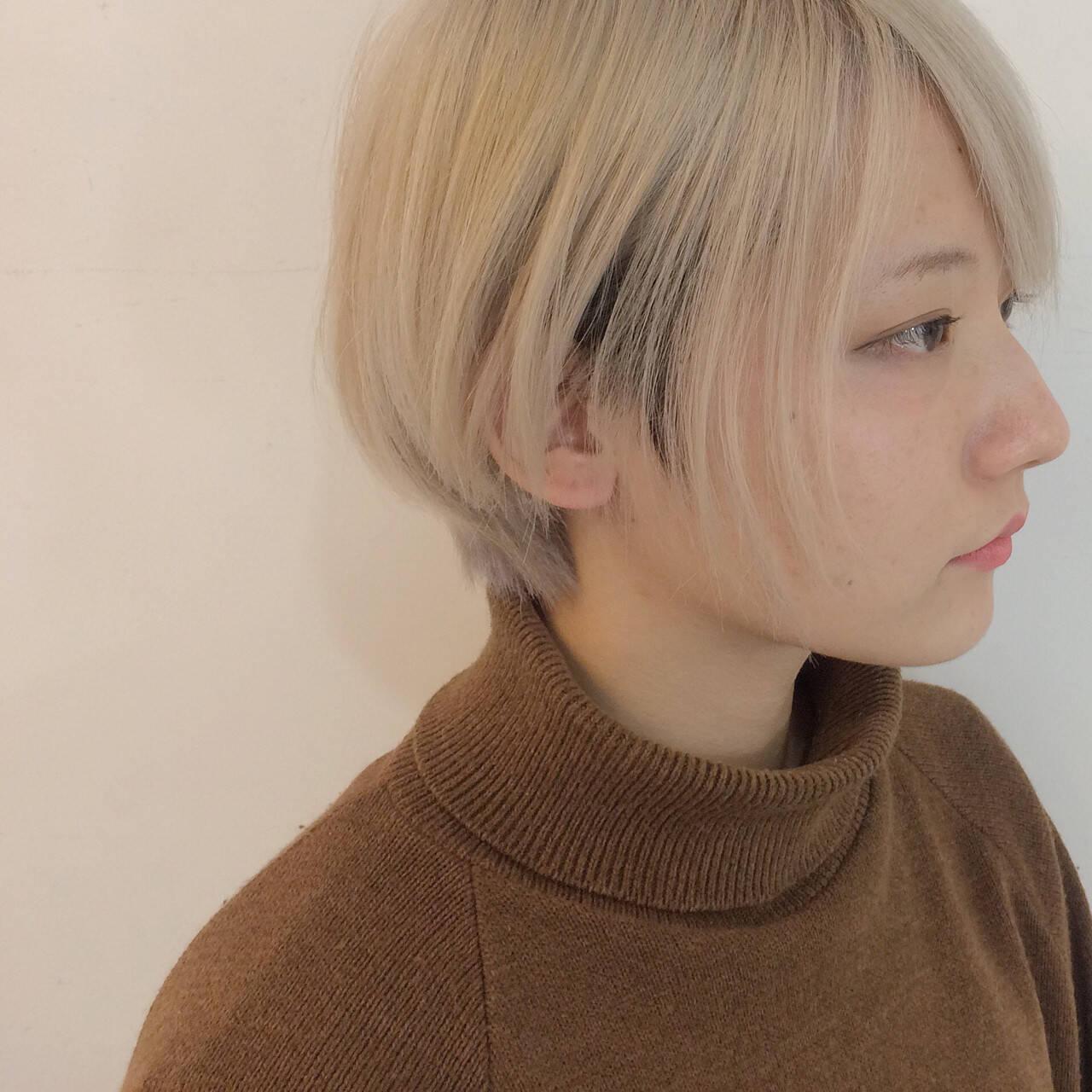 ショート ベージュ 透明感 モードヘアスタイルや髪型の写真・画像
