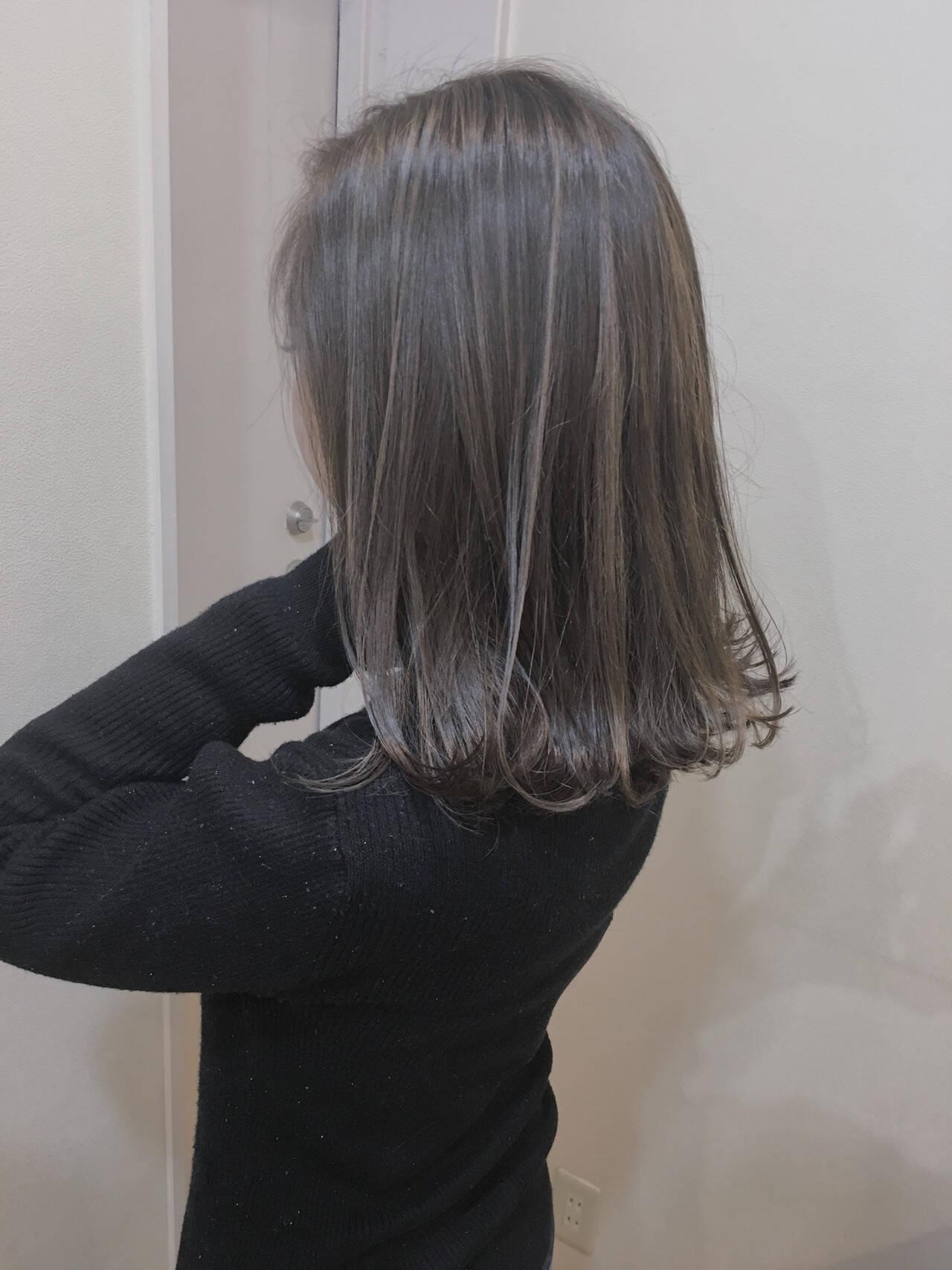 ふわふわ バレイヤージュ ミディアム 大人ハイライトヘアスタイルや髪型の写真・画像