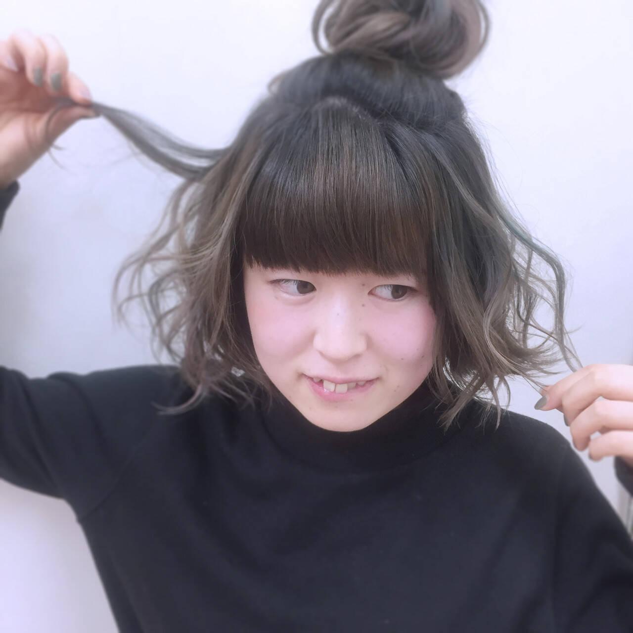 簡単ヘアアレンジ ガーリー インナーカラー ショートヘアスタイルや髪型の写真・画像