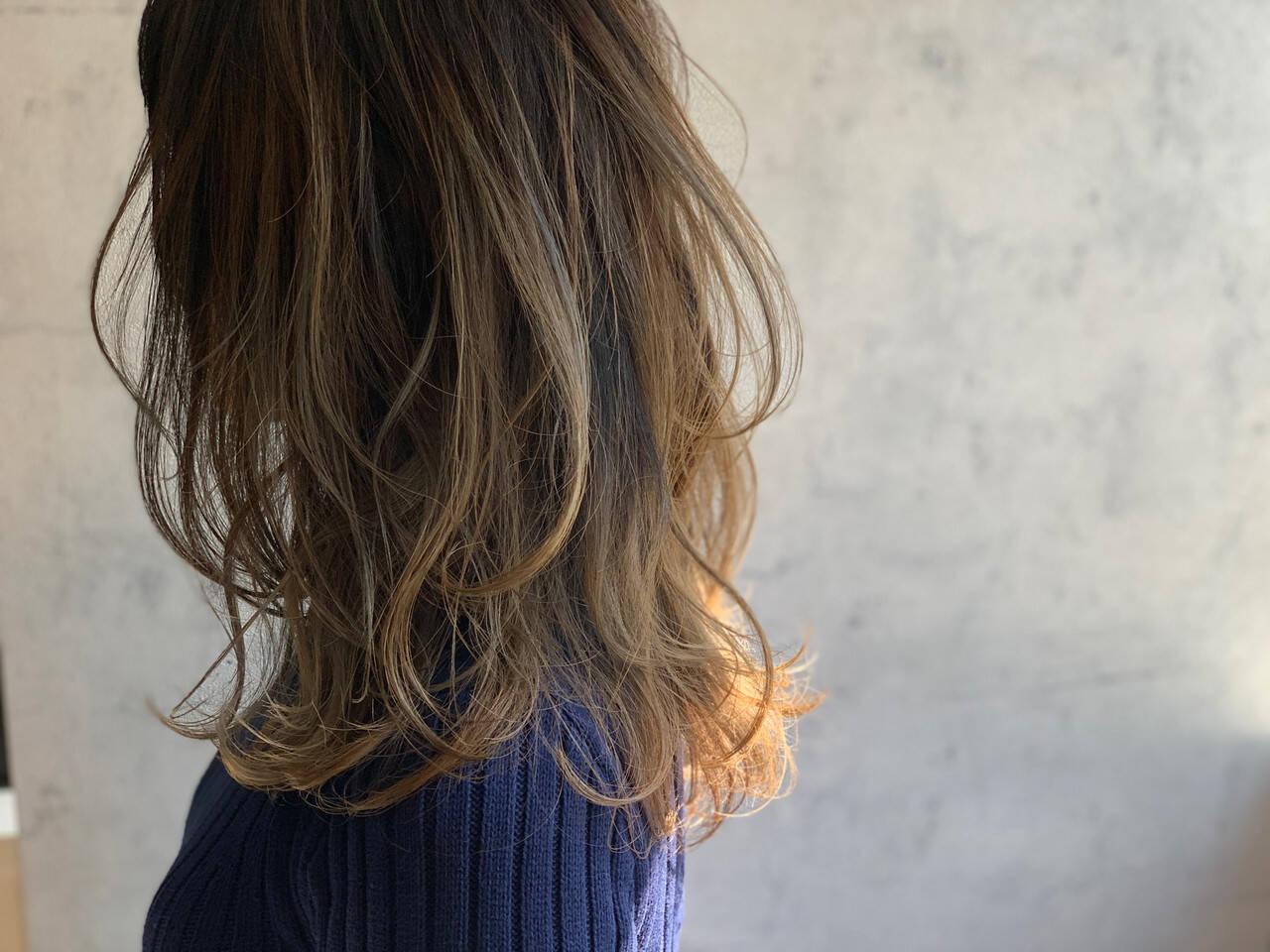 ミルクティーブラウン エレガント ミルクティーグレージュ ミルクティーアッシュヘアスタイルや髪型の写真・画像