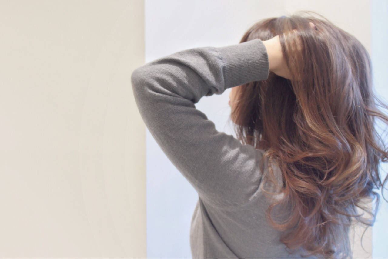ハイライト ロング アッシュ 透明感ヘアスタイルや髪型の写真・画像