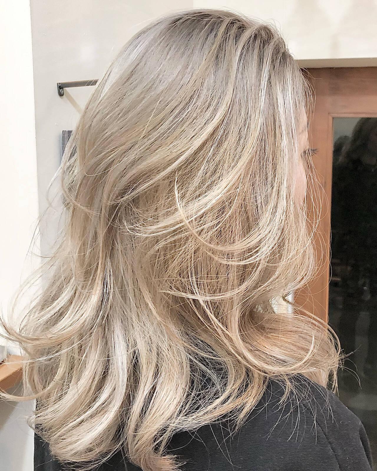 ハイトーンカラー バレイヤージュ ハイライト ハイトーンボブヘアスタイルや髪型の写真・画像