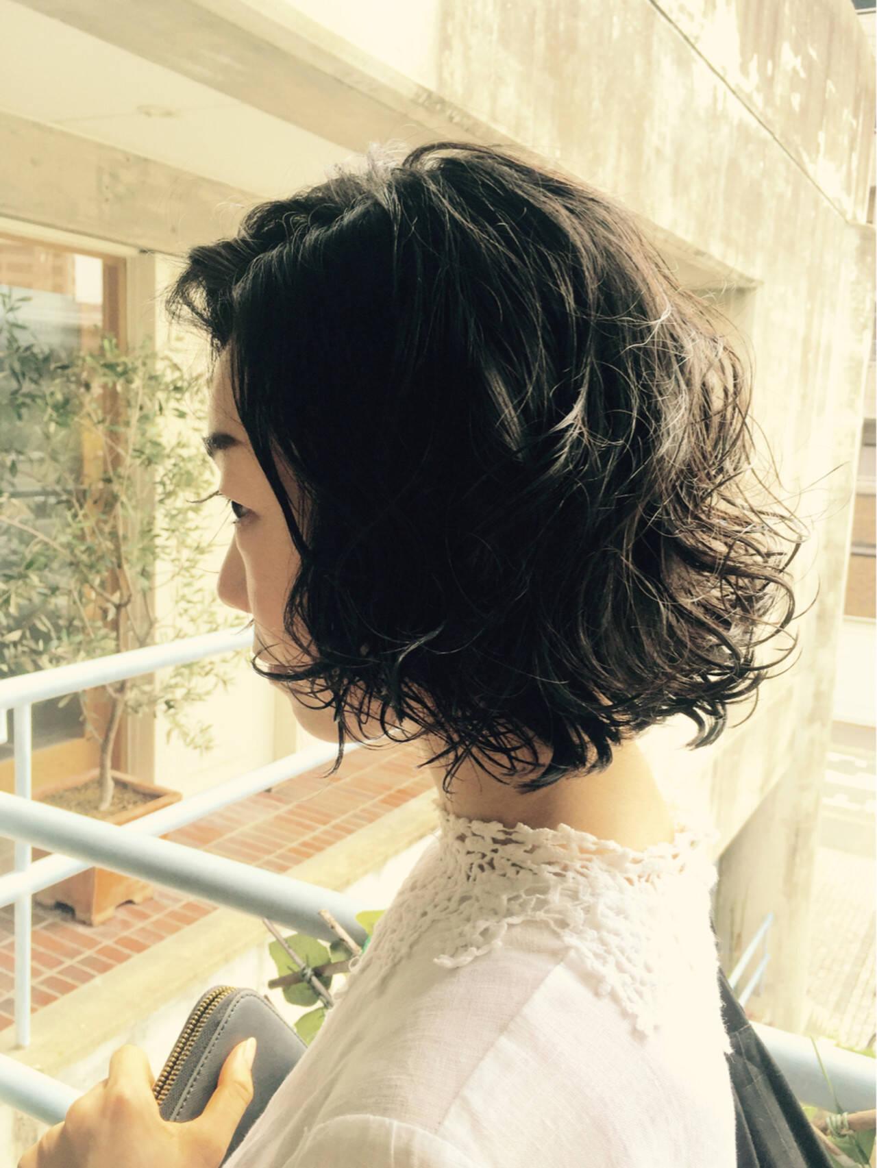 暗髪 パーマ 黒髪 ショートヘアスタイルや髪型の写真・画像
