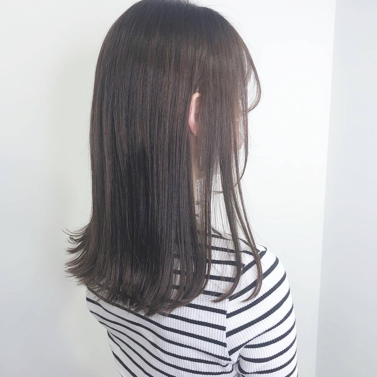 ロング ナチュラル 暗髪 グレージュヘアスタイルや髪型の写真・画像