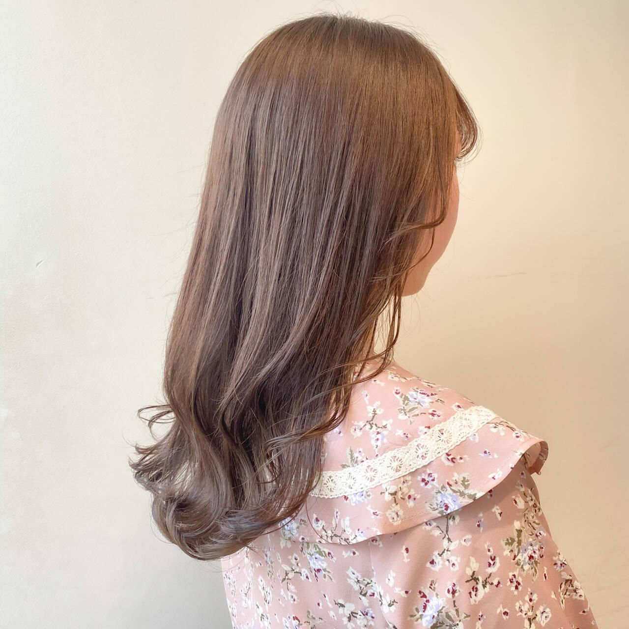 セミロング ミルクティーベージュ 透明感カラー ミルクティーグレージュヘアスタイルや髪型の写真・画像