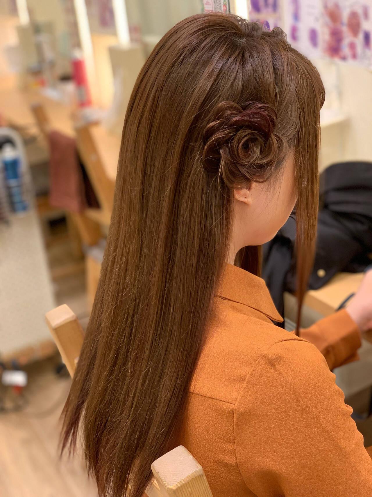 三つ編み ロング ナチュラル お花ヘアヘアスタイルや髪型の写真・画像
