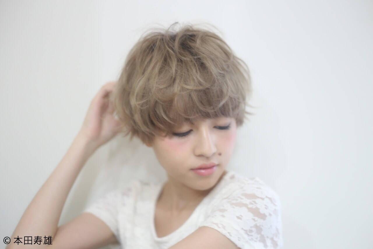 ショート アッシュ マッシュ ハイライトヘアスタイルや髪型の写真・画像
