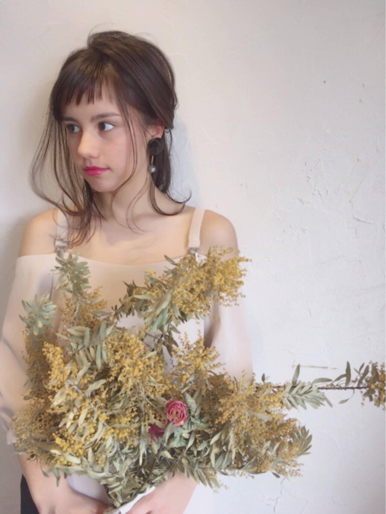 ヘアアレンジ オン眉 ガーリー 結婚式ヘアスタイルや髪型の写真・画像