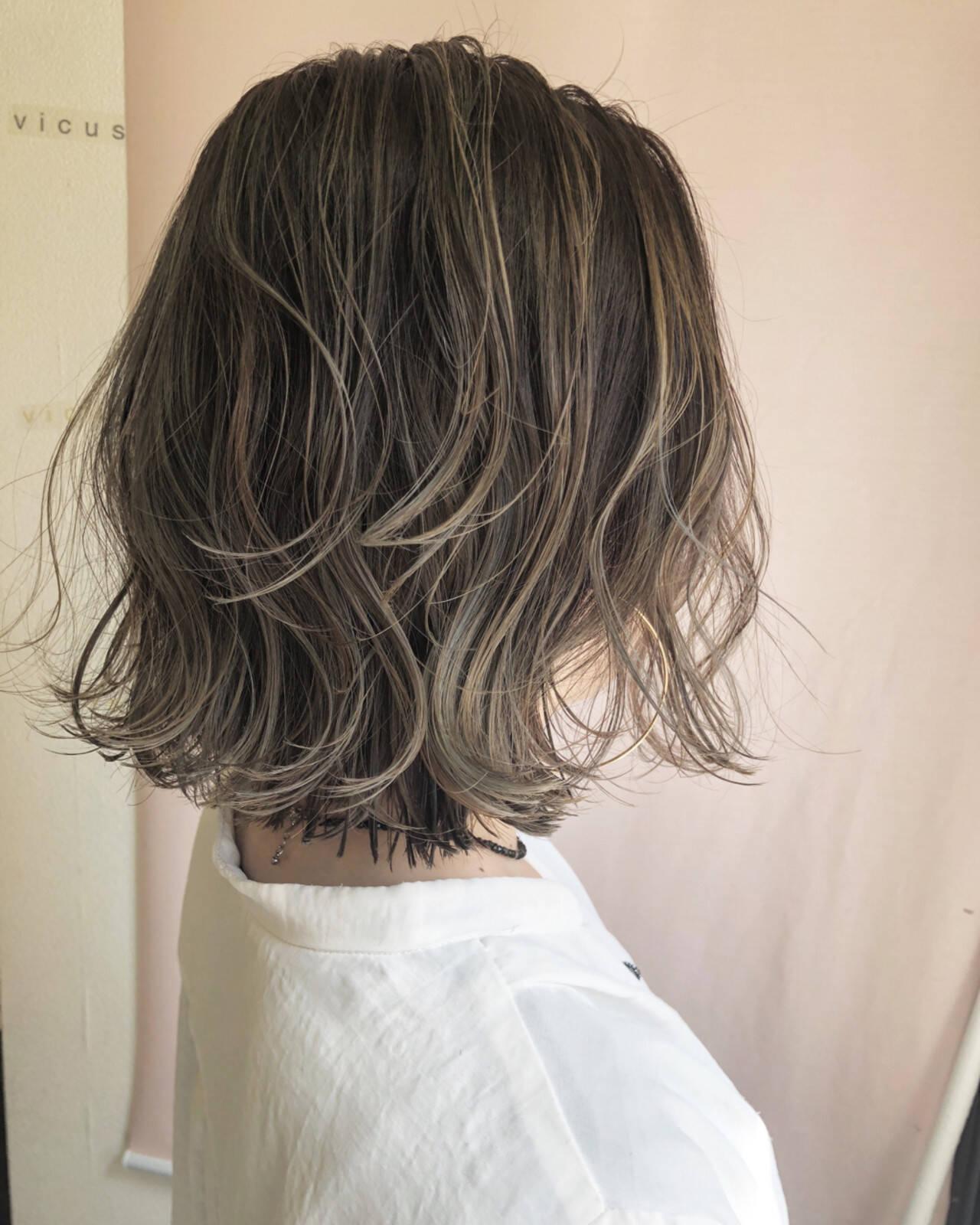 グレージュ ハイライト ロブ 外国人風カラーヘアスタイルや髪型の写真・画像
