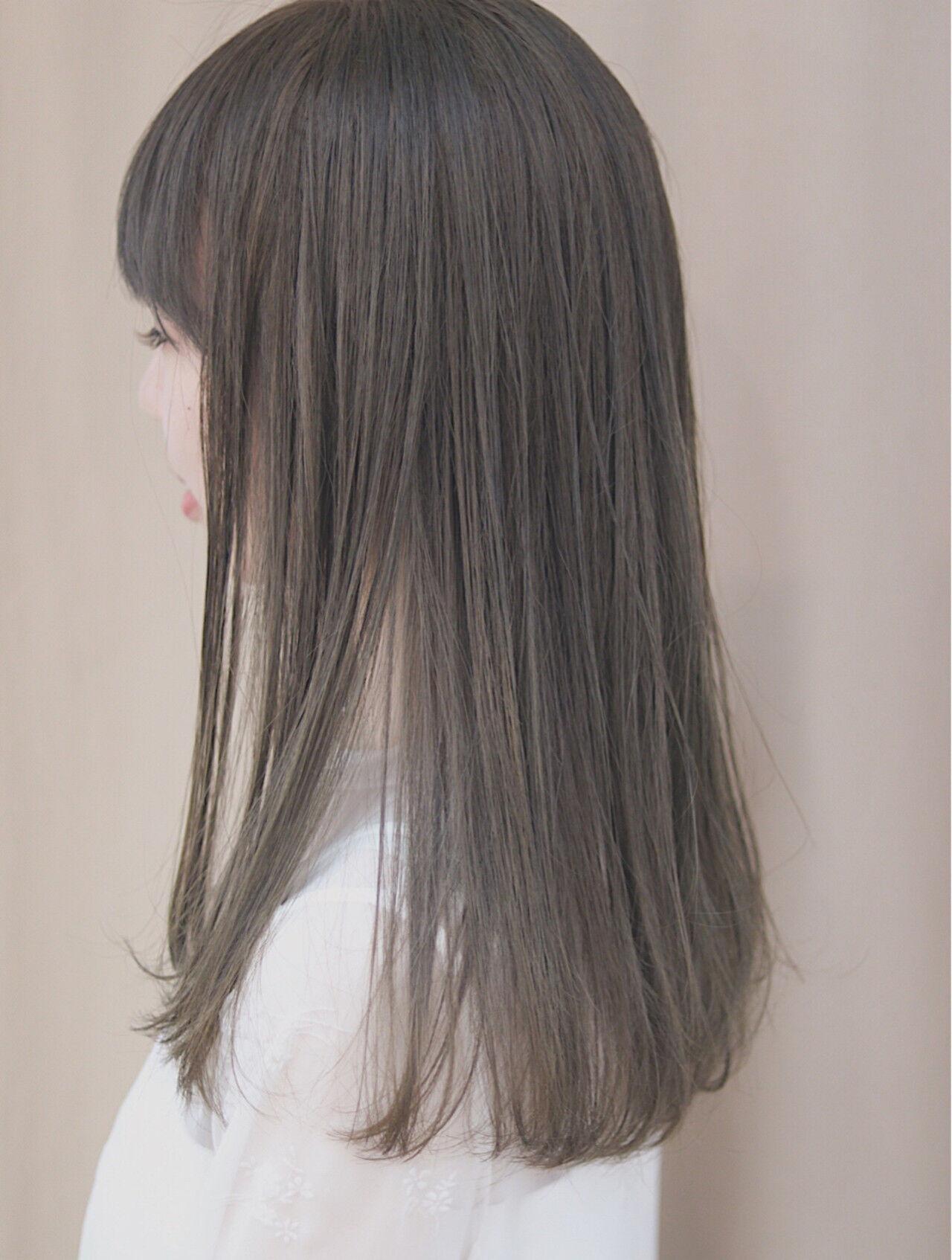 イルミナカラー グレージュ ナチュラル ロングヘアスタイルや髪型の写真・画像