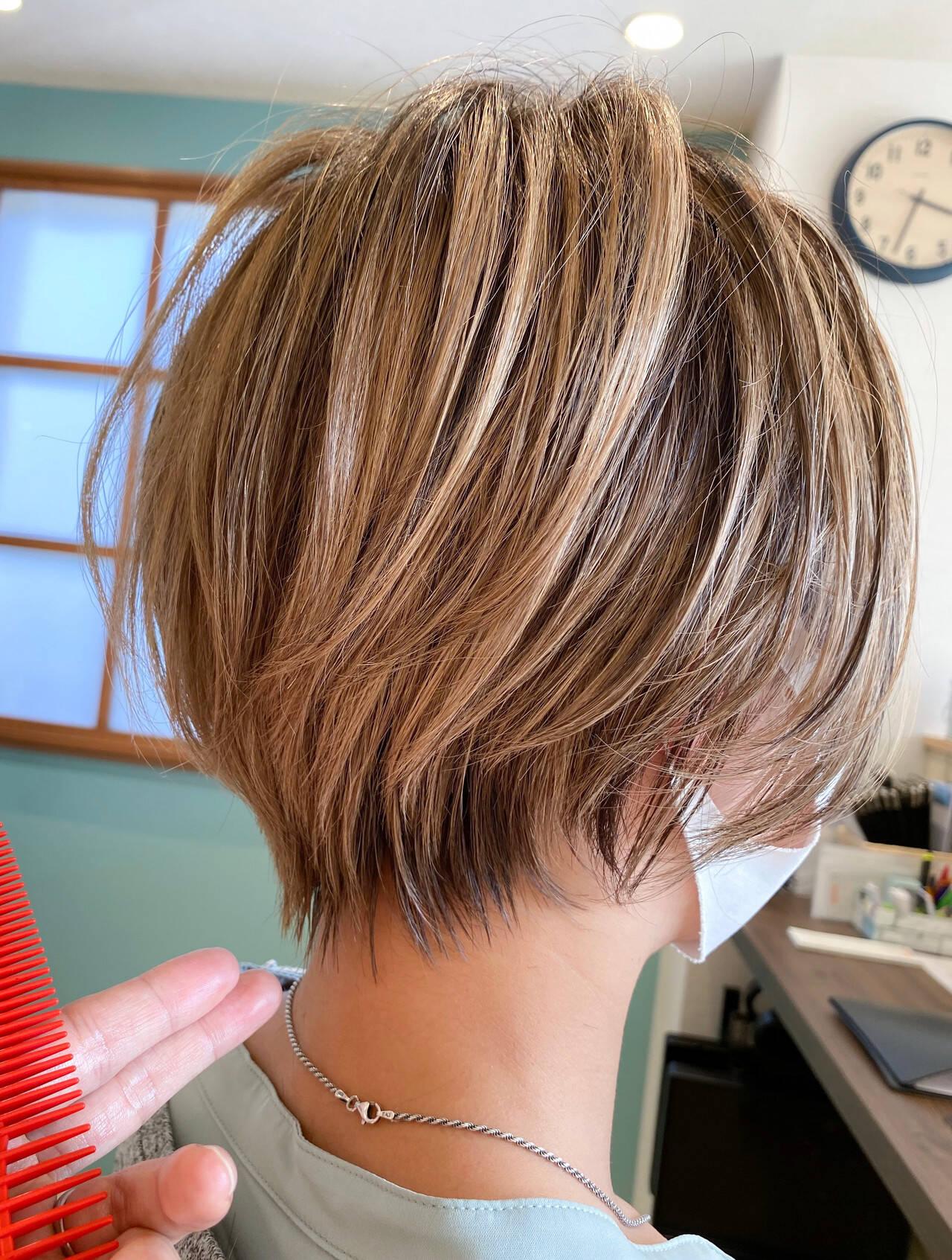 丸みショート ショートヘア ショート ナチュラルヘアスタイルや髪型の写真・画像