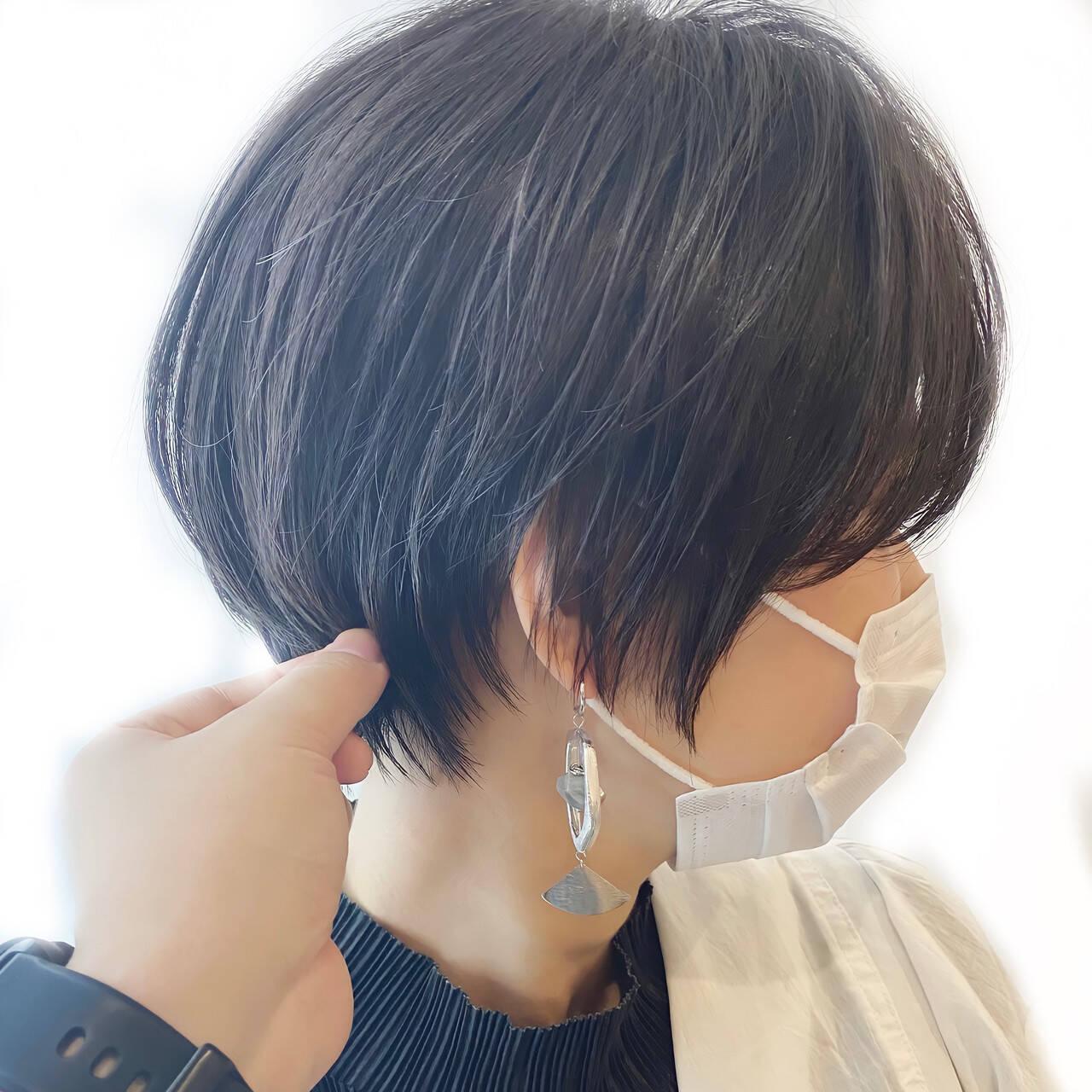 インナーカラー ショートボブ ベリーショート 切りっぱなしボブヘアスタイルや髪型の写真・画像