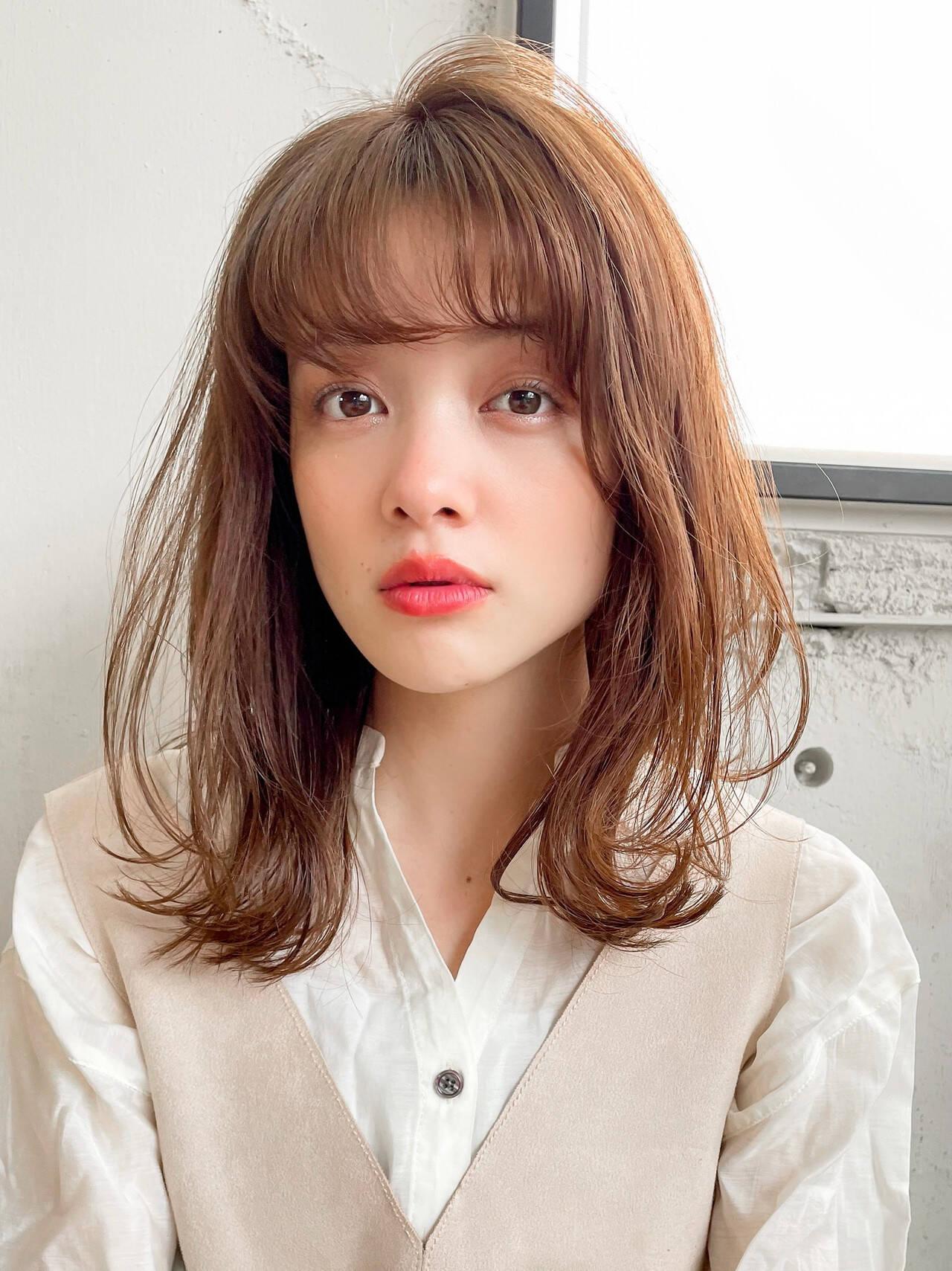 シースルーバング ミディアム ナチュラル デジタルパーマヘアスタイルや髪型の写真・画像