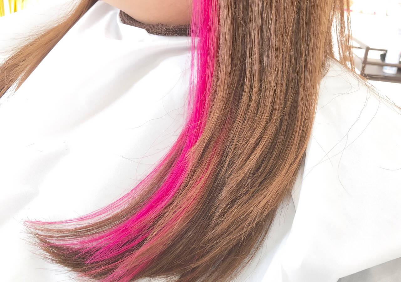 インナーカラー ピンク ロング ナチュラルヘアスタイルや髪型の写真・画像