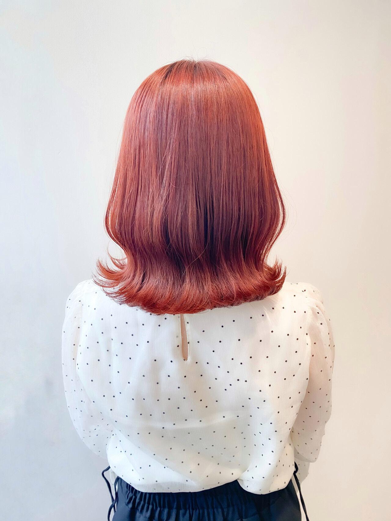 ブリーチなし オレンジ ミディアム ナチュラルヘアスタイルや髪型の写真・画像