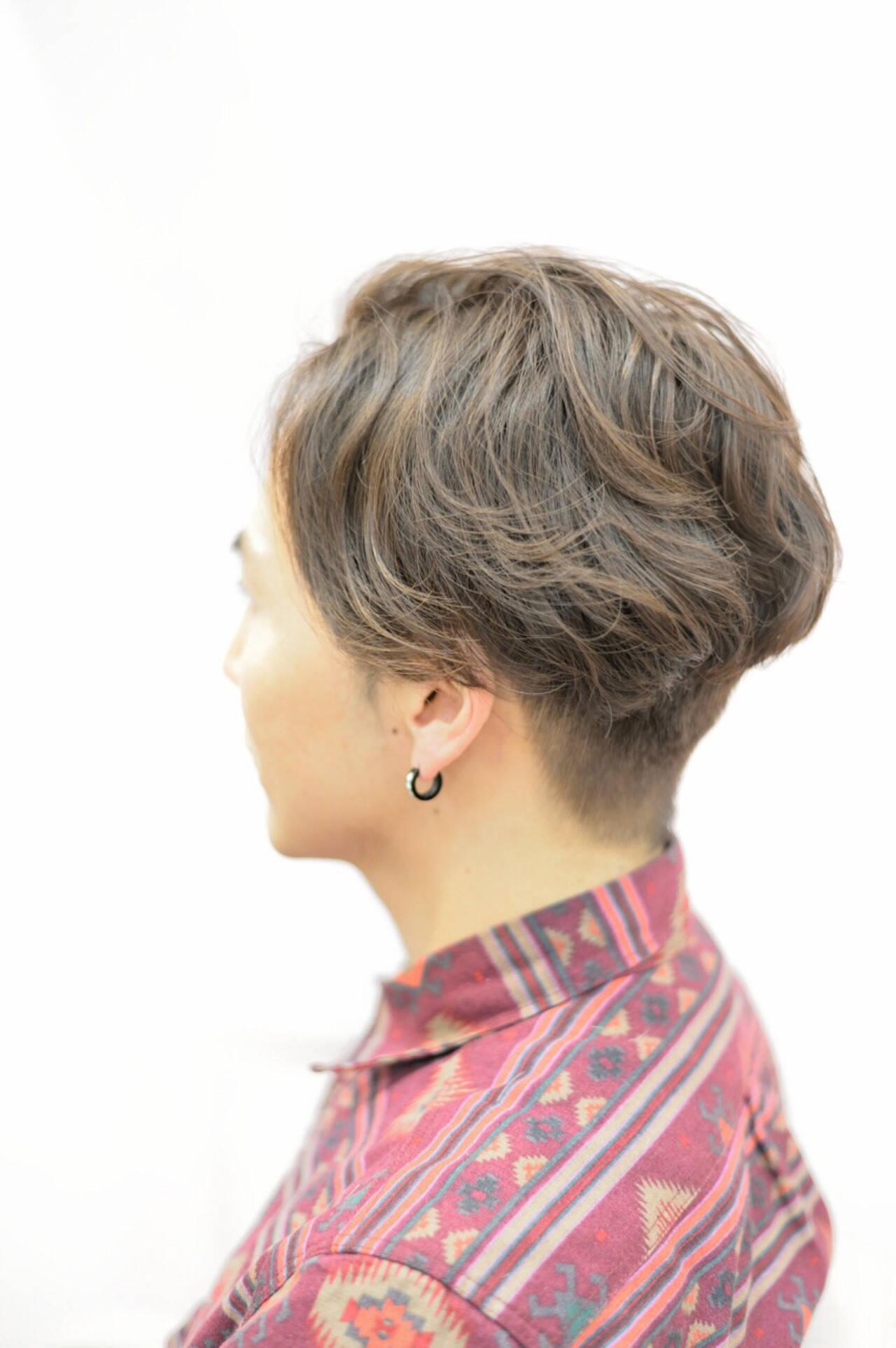 外国人風 メンズ ナチュラル パーマヘアスタイルや髪型の写真・画像