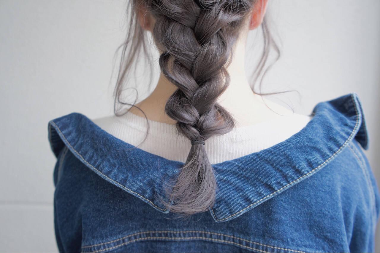 グレーアッシュ 透明感 セミロング ミルクティーヘアスタイルや髪型の写真・画像