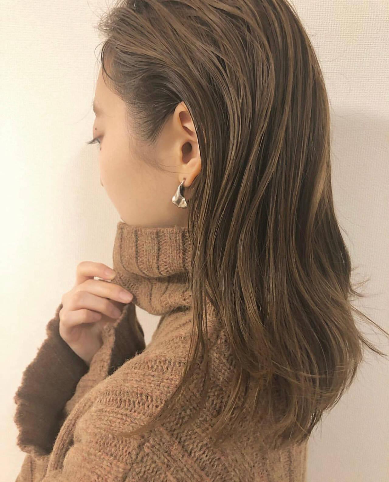 ヘルシー ベージュ ミディアム ナチュラルヘアスタイルや髪型の写真・画像