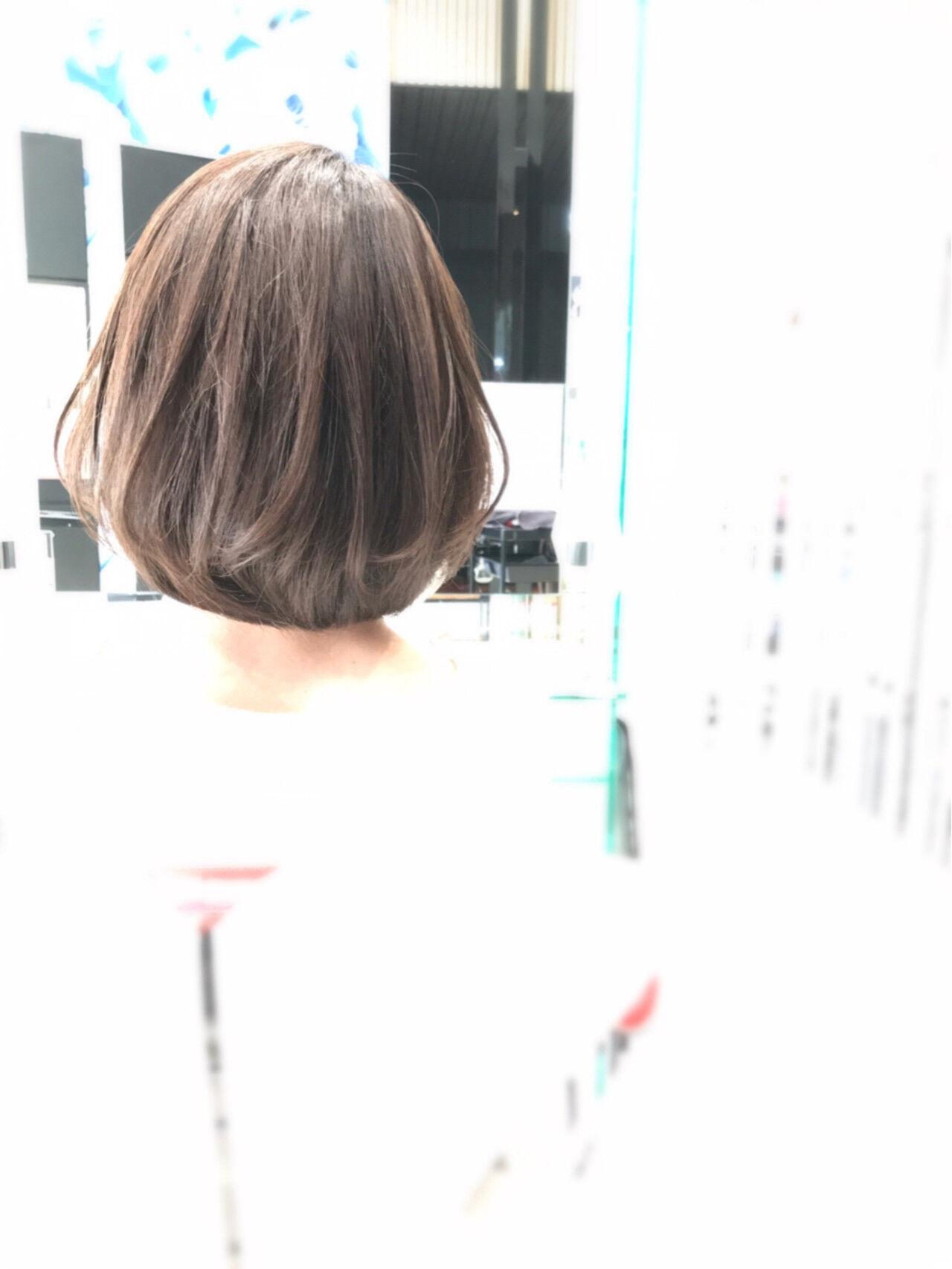 ナチュラル フェミニン ピュア オリーブアッシュヘアスタイルや髪型の写真・画像
