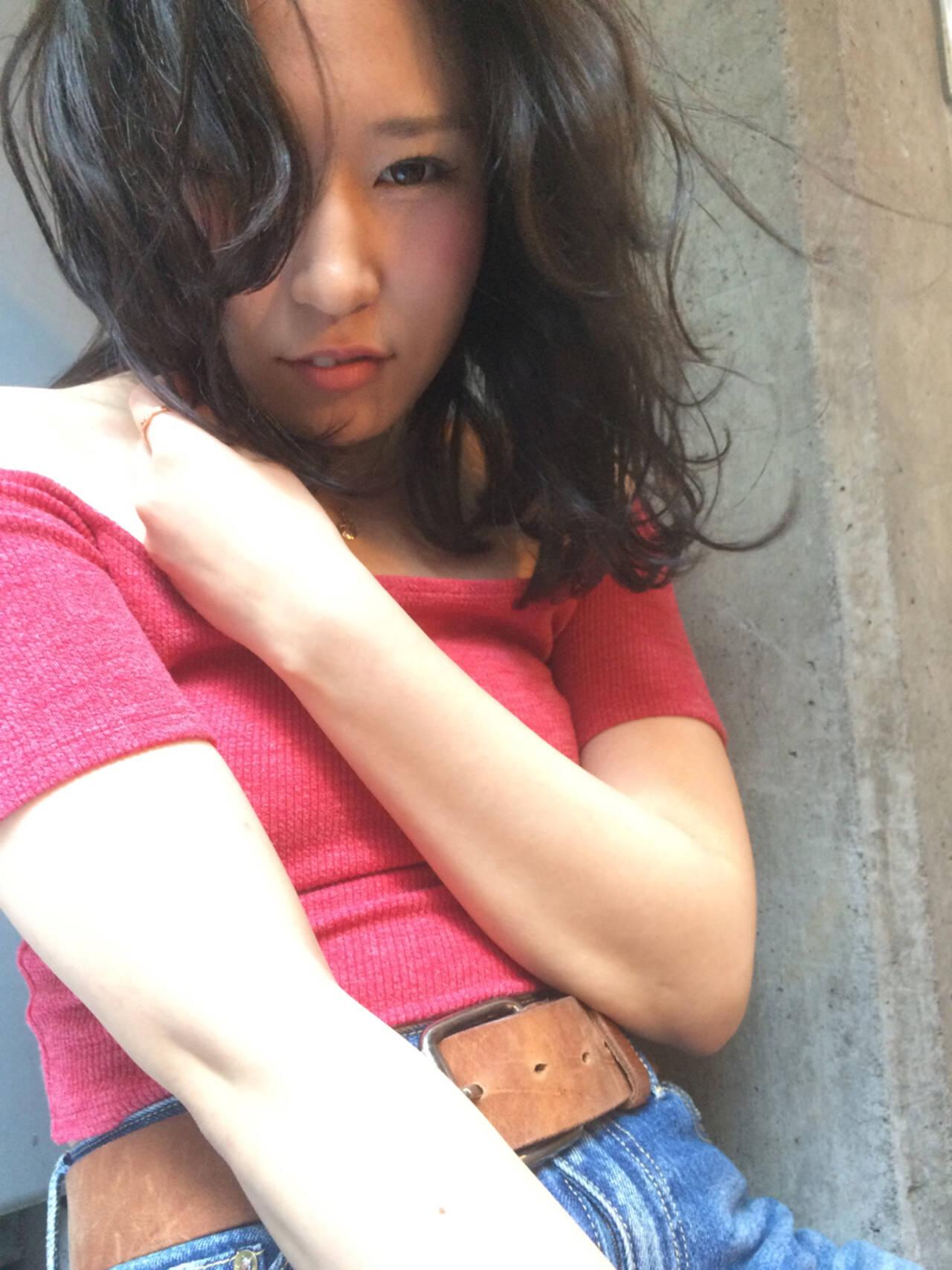 ミディアム うざバング ロブ ガーリーヘアスタイルや髪型の写真・画像