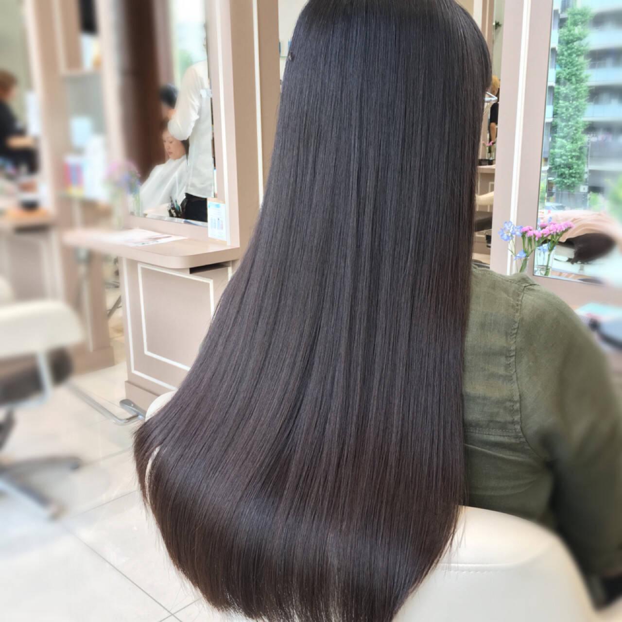 透明感 ナチュラル グレージュ オフィスヘアスタイルや髪型の写真・画像