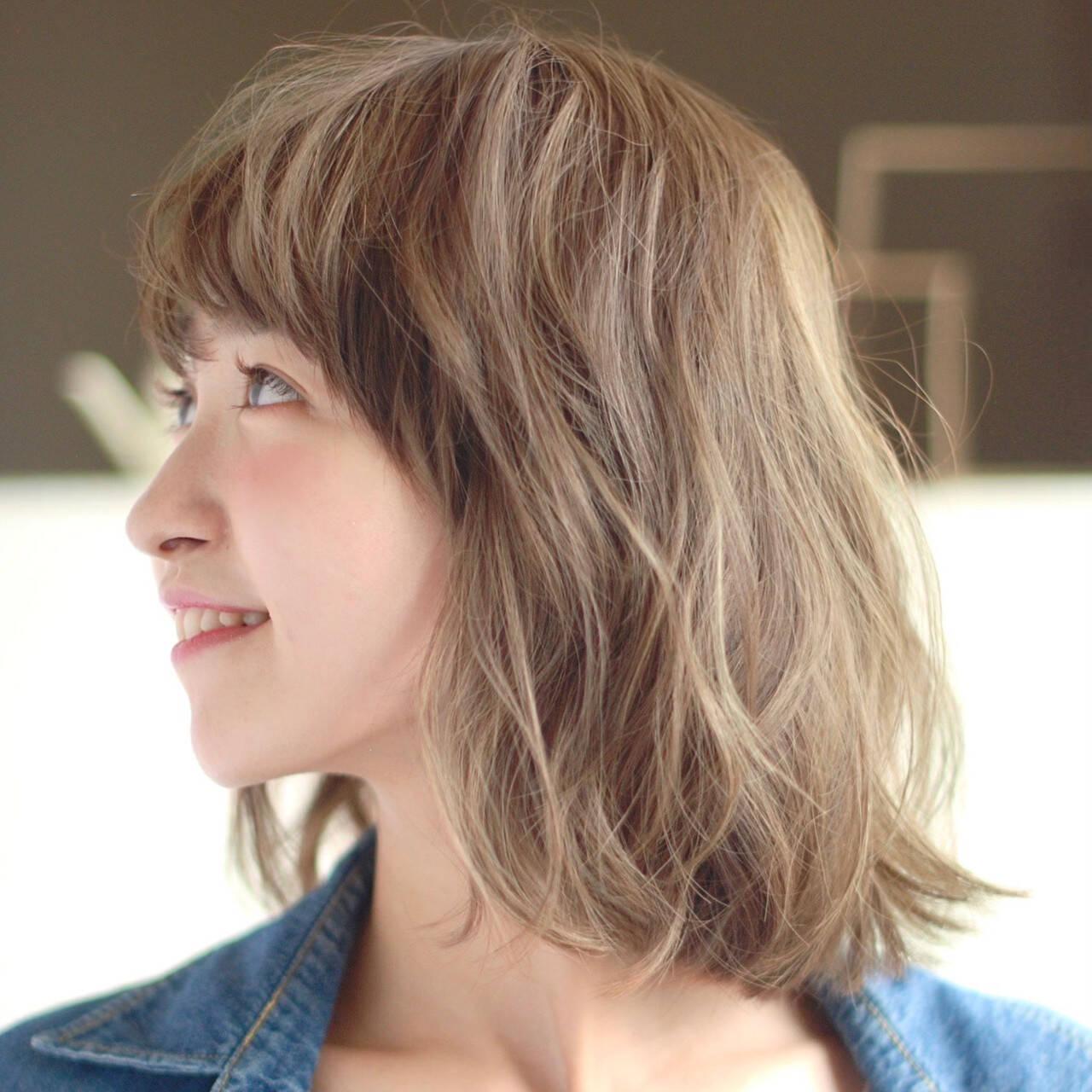 モテ髪 ハイトーンカラー ゆるウェーブ パーマヘアスタイルや髪型の写真・画像