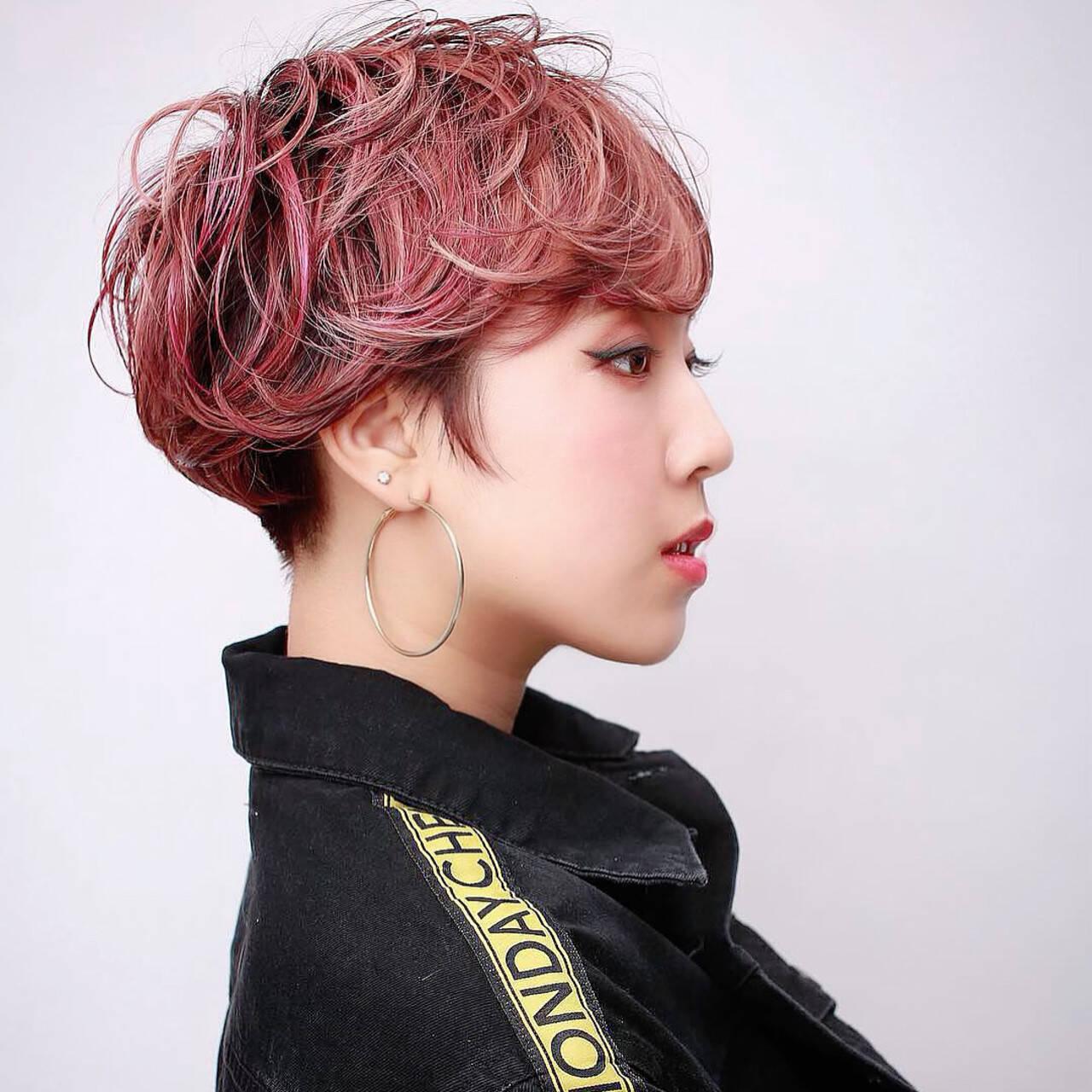 オシャレ ブリーチカラー ショートヘア ピンクカラーヘアスタイルや髪型の写真・画像