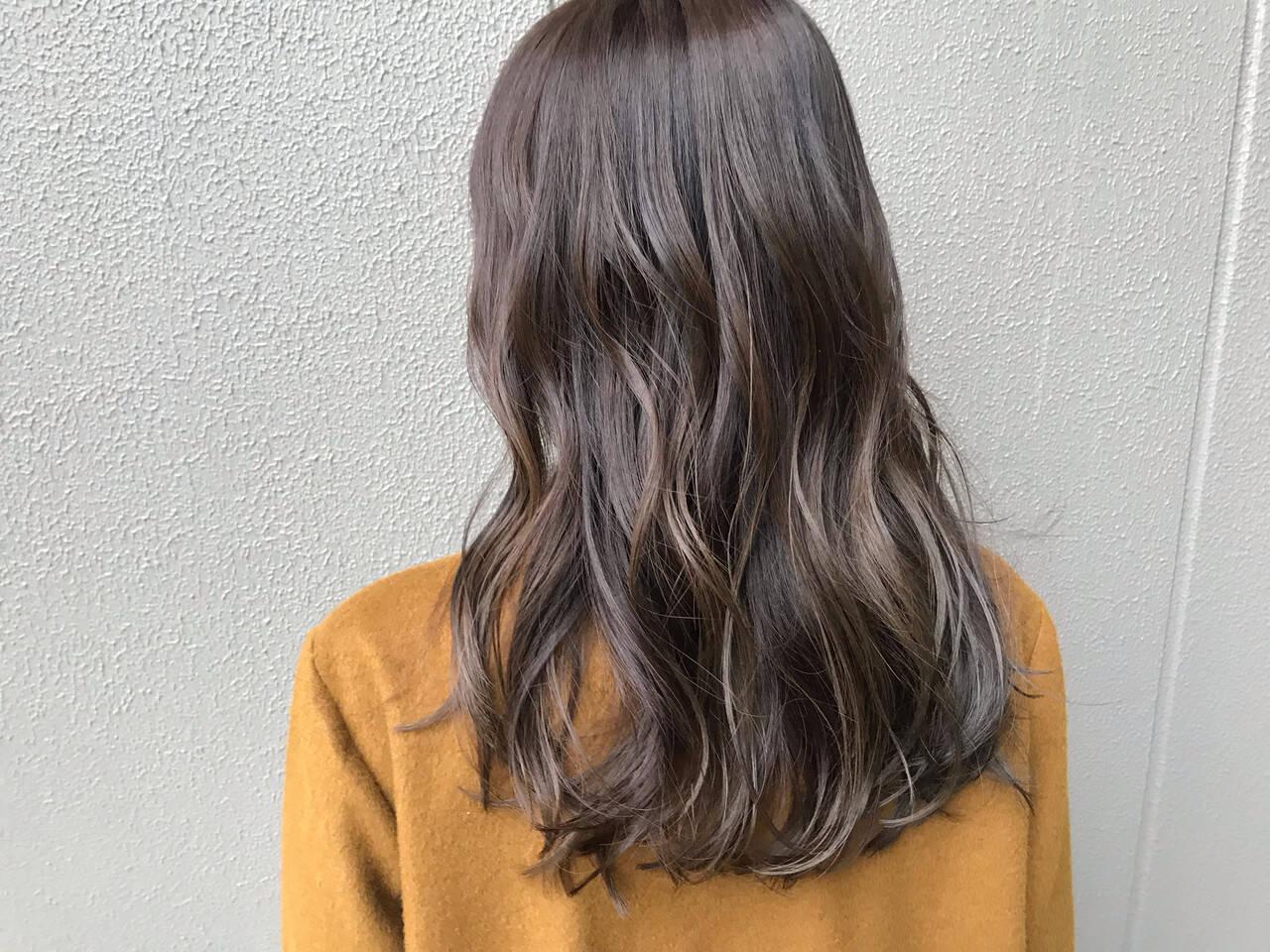 アッシュ ゆるふわ ロング アッシュベージュヘアスタイルや髪型の写真・画像