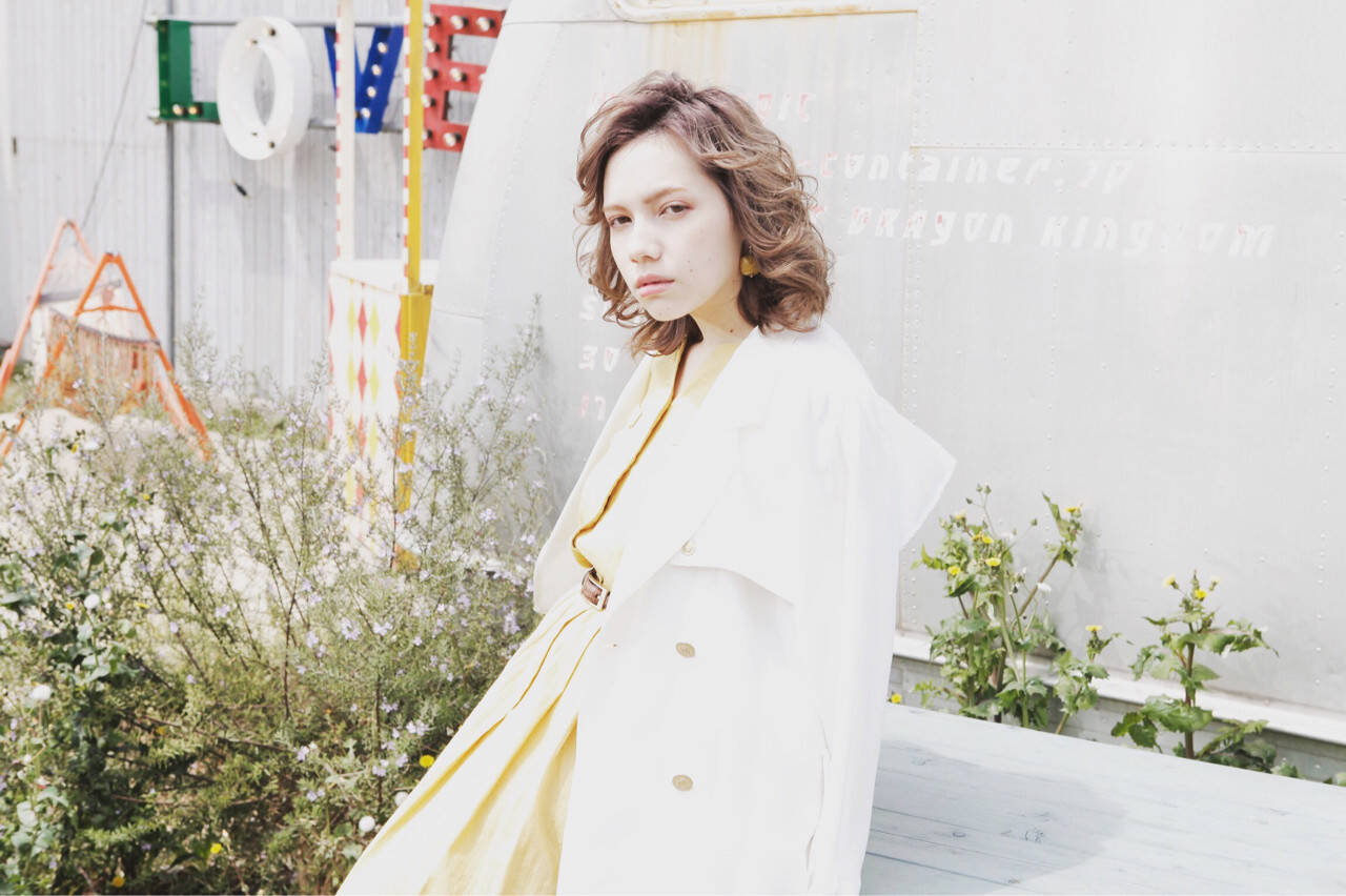 パーマ ミディアム 色気 ナチュラルヘアスタイルや髪型の写真・画像