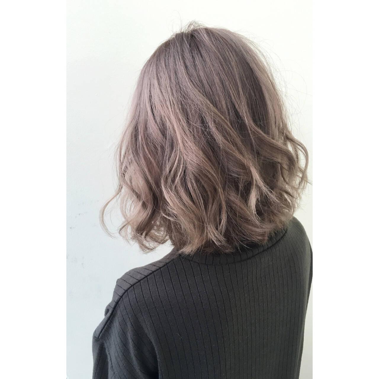 ゆるふわ ハイライト グラデーションカラー セミロングヘアスタイルや髪型の写真・画像