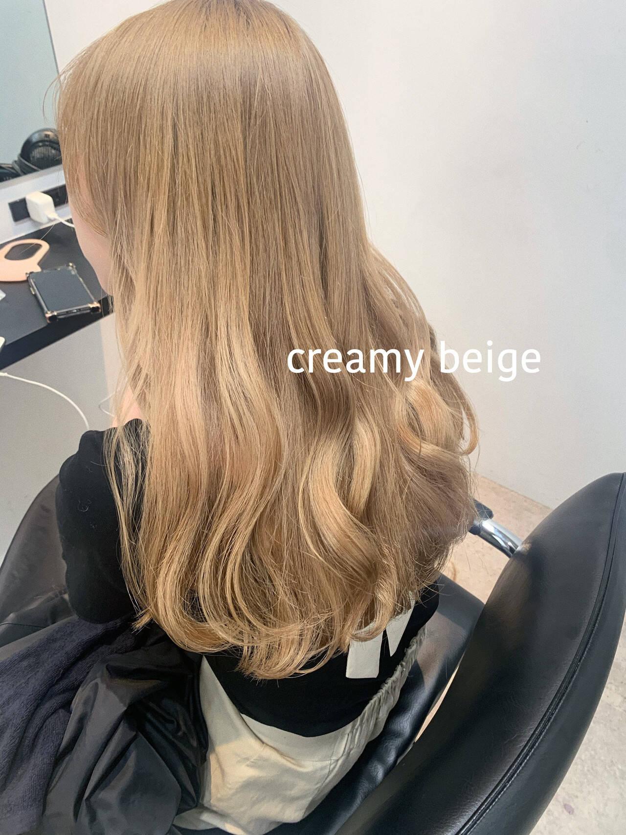ロング クリーミーカラー フェミニン シアーベージュヘアスタイルや髪型の写真・画像