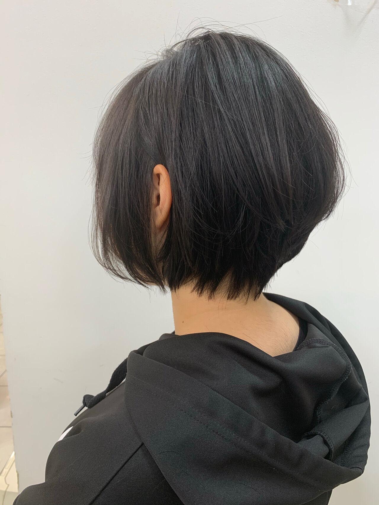 ショートボブ 耳掛けショート ショートヘア インナーカラーヘアスタイルや髪型の写真・画像