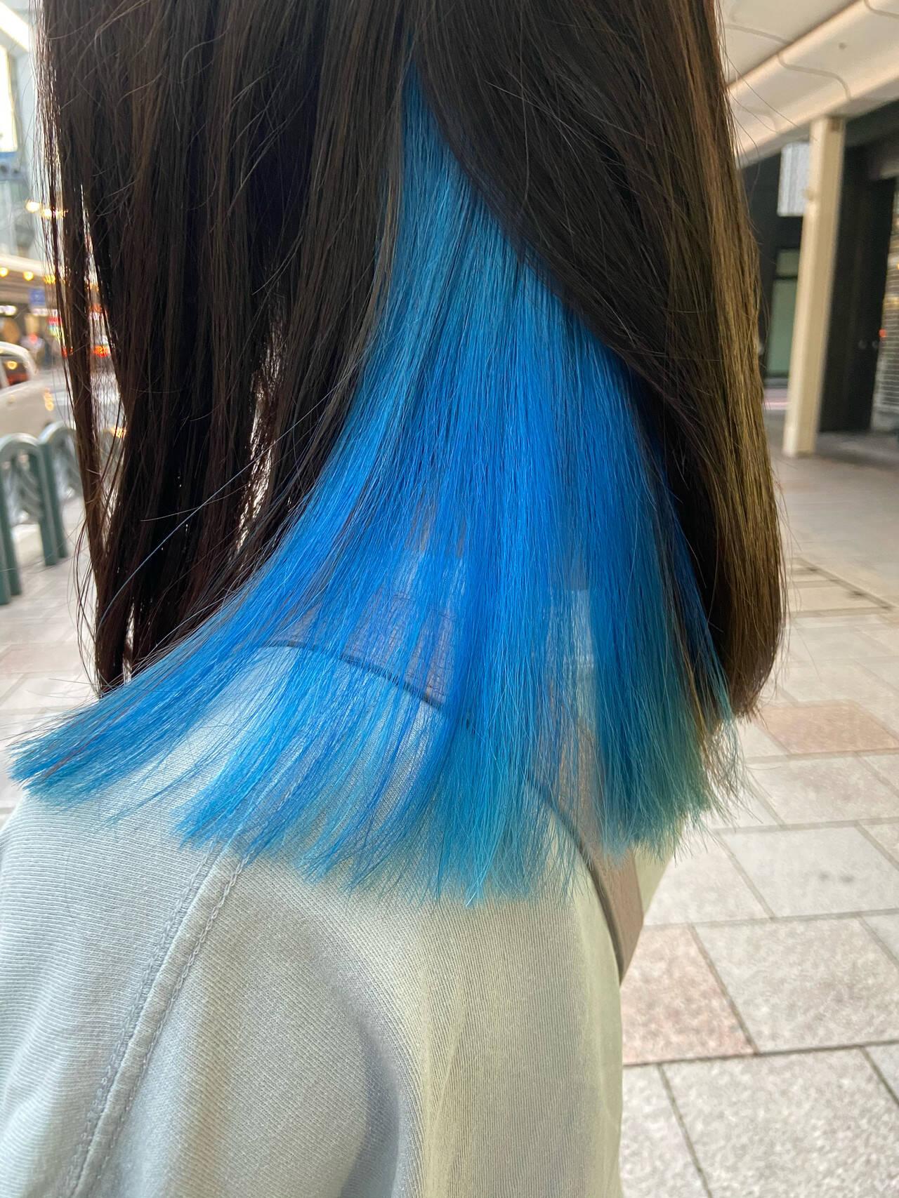 ネイビーブルー モード インナーカラー ブルーヘアスタイルや髪型の写真・画像