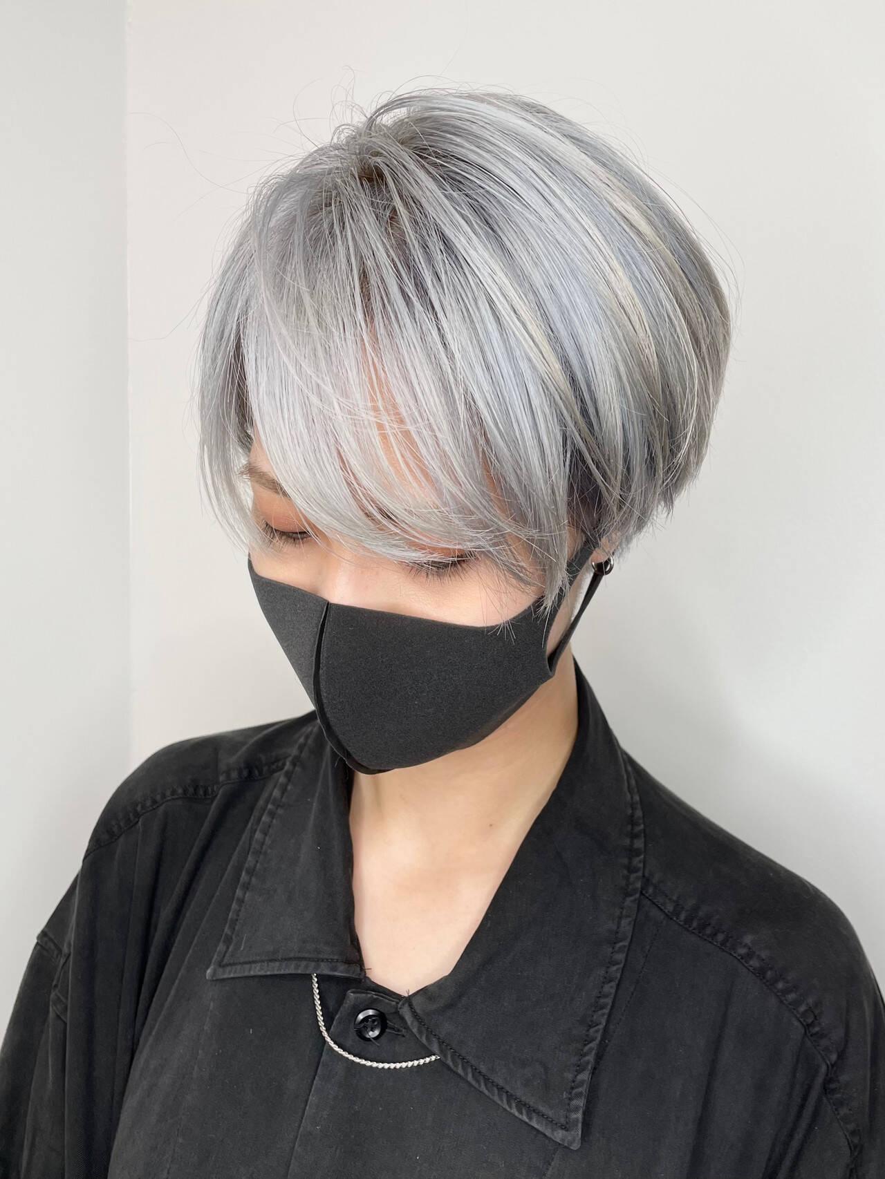 ベリーショート モード ホワイトシルバー ホワイトヘアスタイルや髪型の写真・画像