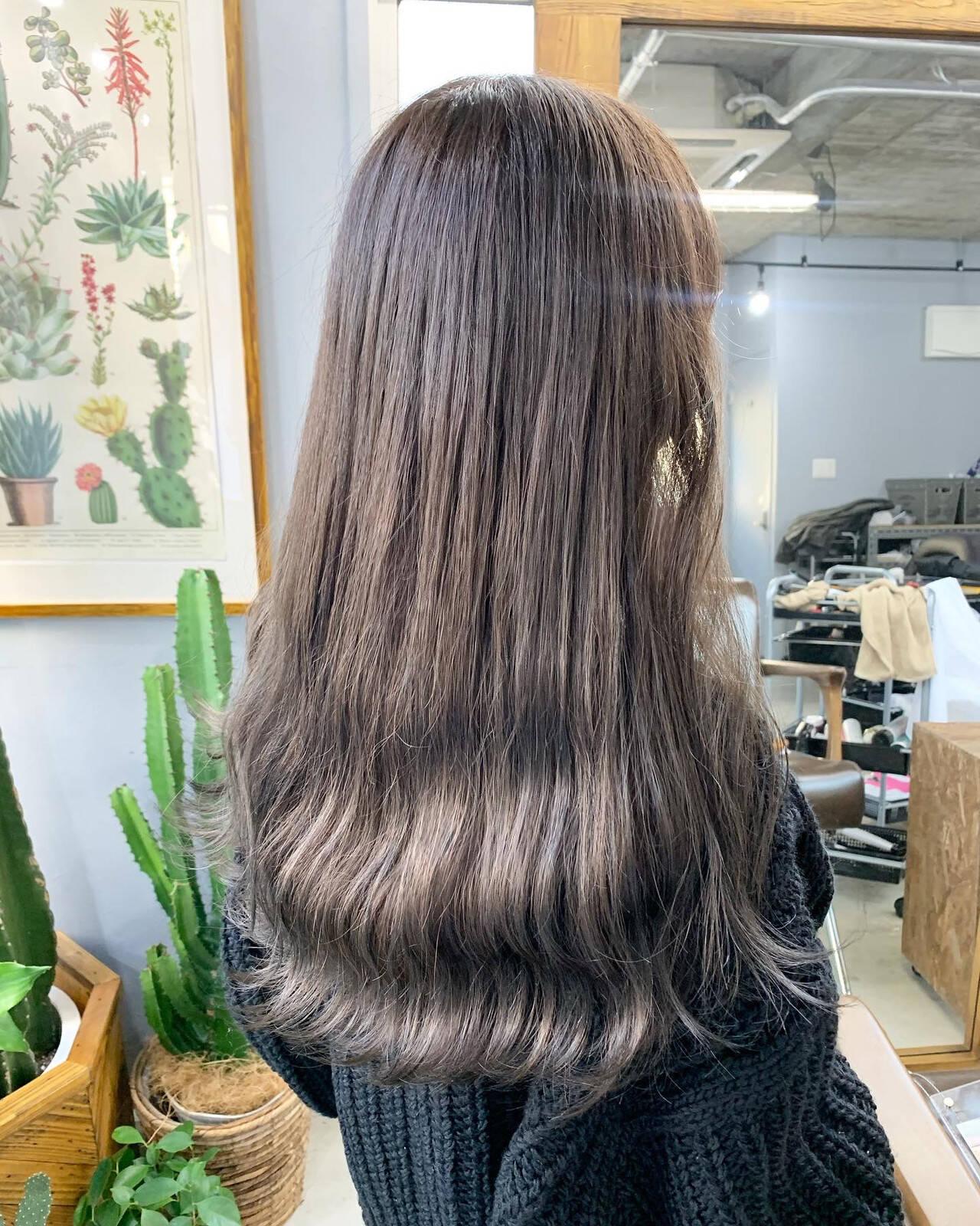 カーキアッシュ ナチュラル オリーブアッシュ オリーブカラーヘアスタイルや髪型の写真・画像