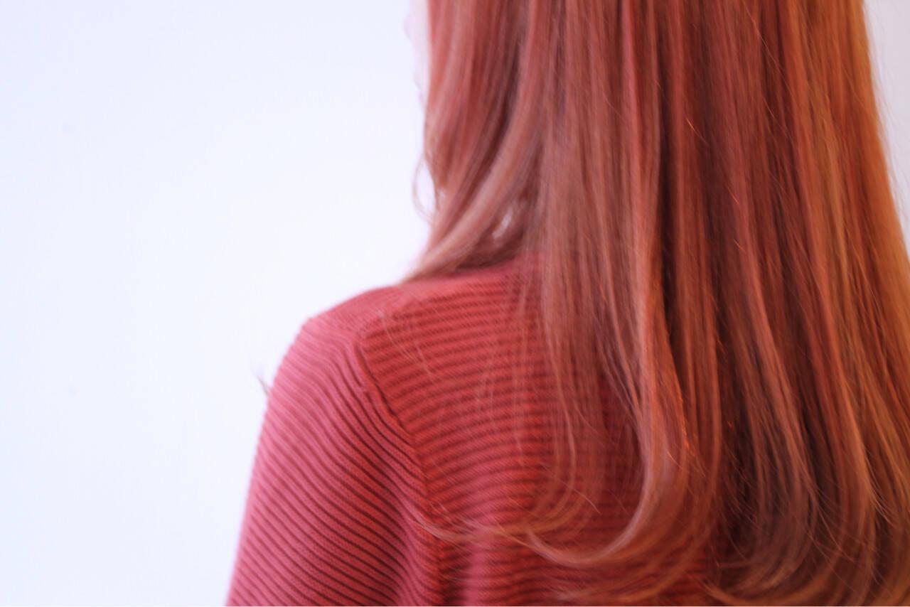 個性的 ピンク インナーカラー セミロングヘアスタイルや髪型の写真・画像