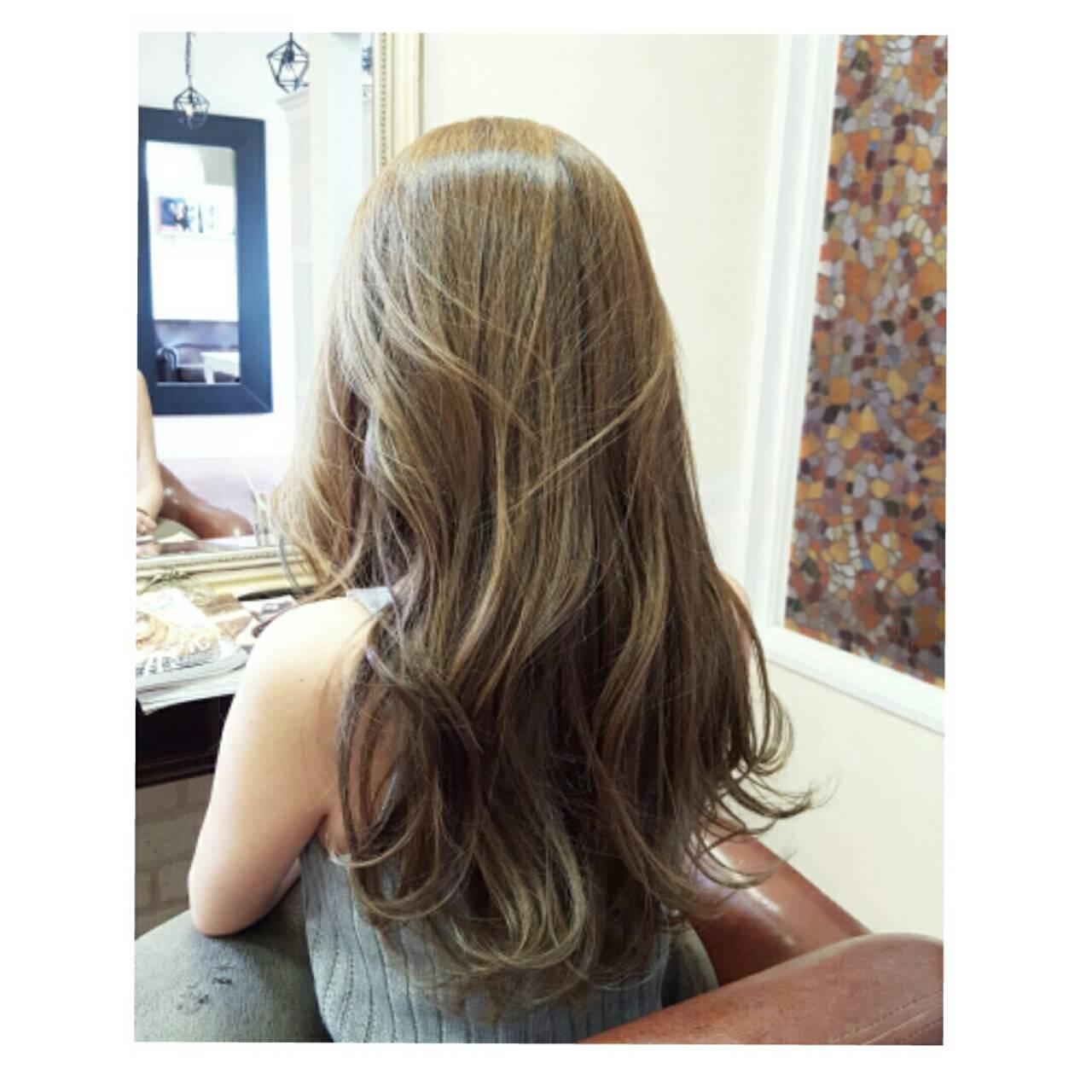 ナチュラル ロング ローライト 艶髪ヘアスタイルや髪型の写真・画像