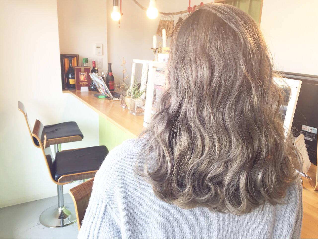 外国人風 セミロング ハイライト グレージュヘアスタイルや髪型の写真・画像