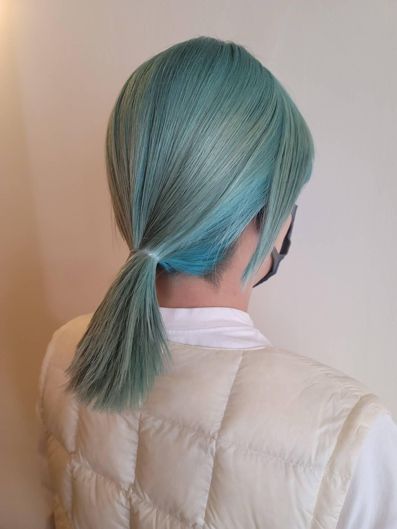 セミロング モード エメラルドグリーンカラー グリーンヘアスタイルや髪型の写真・画像