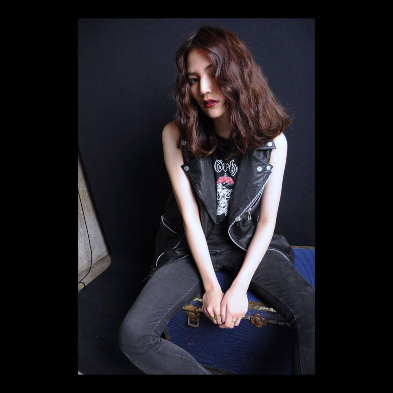 ウェーブ センターパート 春 セミロングヘアスタイルや髪型の写真・画像