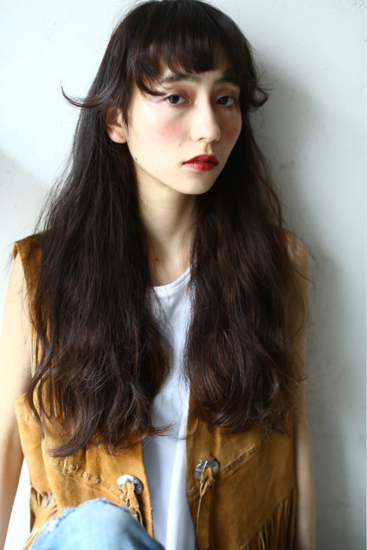 ロング アッシュ 前髪あり ウェーブヘアスタイルや髪型の写真・画像