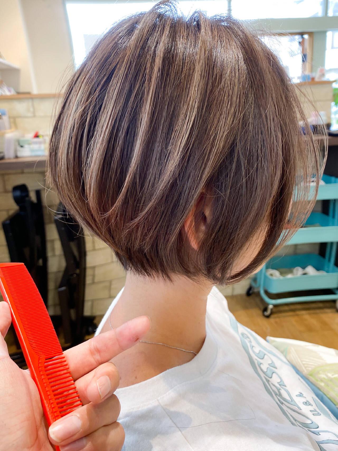 ミニボブ フェミニン シンプル 前下がりボブヘアスタイルや髪型の写真・画像