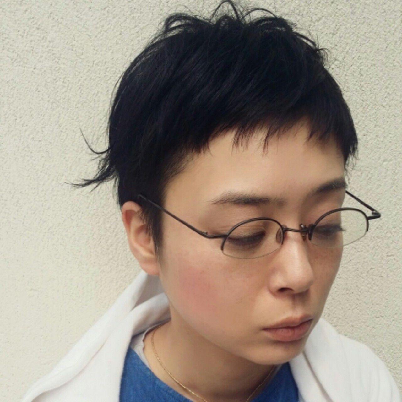 小顔 オン眉 ナチュラル 黒髪ヘアスタイルや髪型の写真・画像
