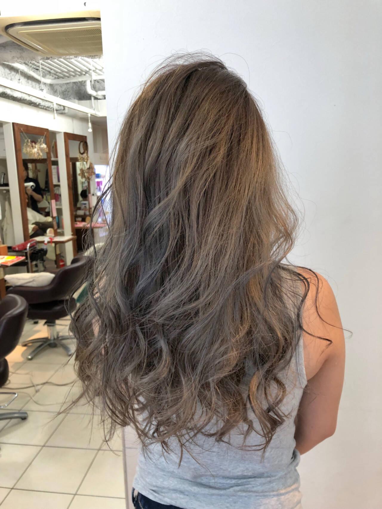ロング ダブルカラー ハイトーン ストリートヘアスタイルや髪型の写真・画像