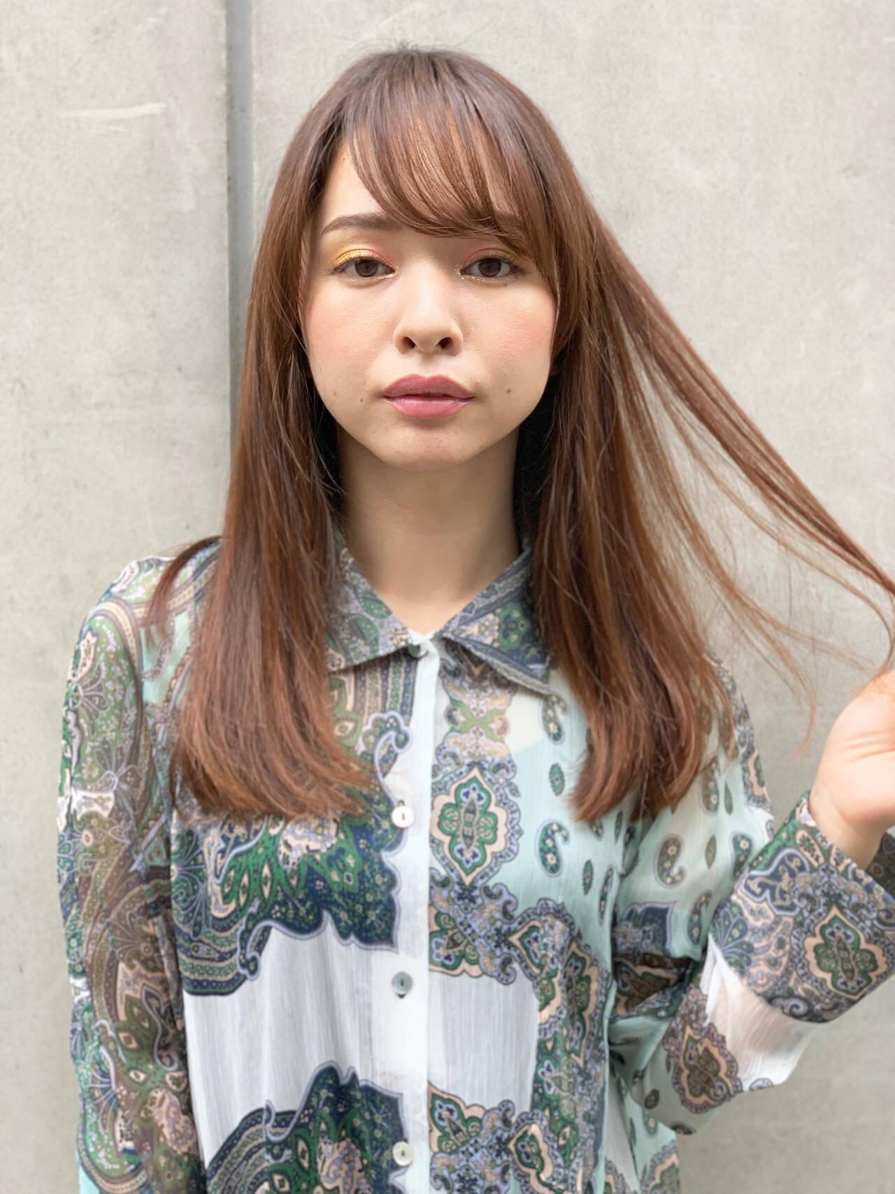 ハイライト マットグレージュ サラサラ ストレートヘアスタイルや髪型の写真・画像