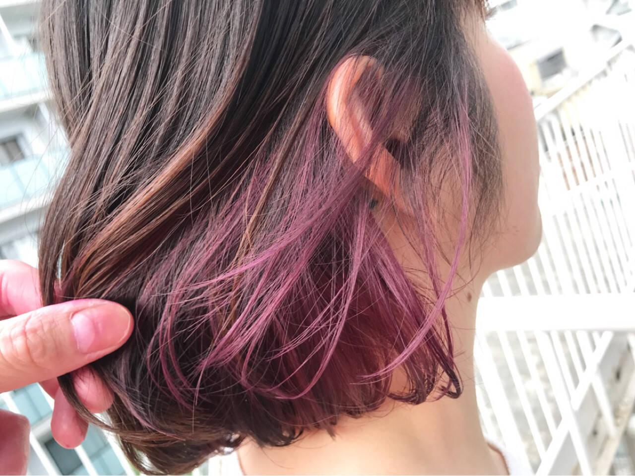 ショート 切りっぱなし ピンク ナチュラルヘアスタイルや髪型の写真・画像